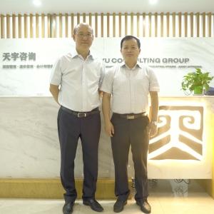 燕元沂到湖北新利棋牌app官网下载安装公司调研并与刘晓光同志谈心交流